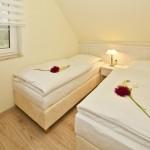 Zweites Schlafzimmer mit zwei getrennten Betten der Maße 0,90 m x 2,00 m